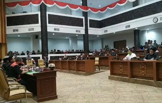 pertemuan warga dan Pemkot serta dprd