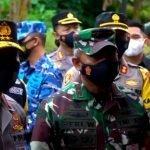 Gabungan TNI Polri Kaltim Berjaga di Pos Penyekatan